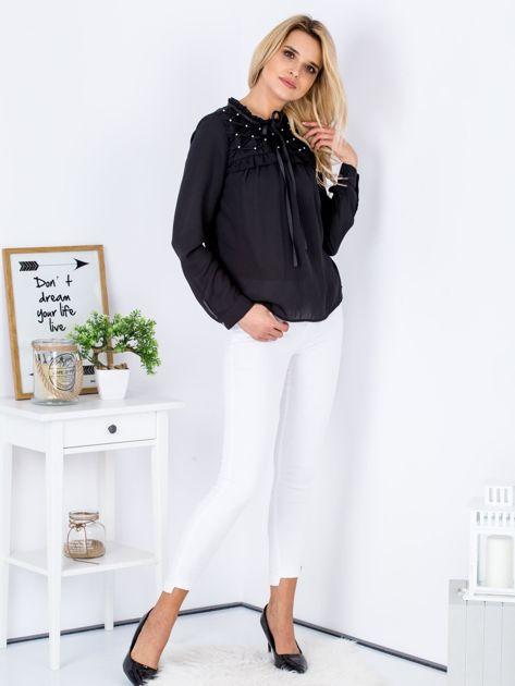 Czarna szyfonowa bluzka z wiązaniem i perełkami                              zdj.                              4