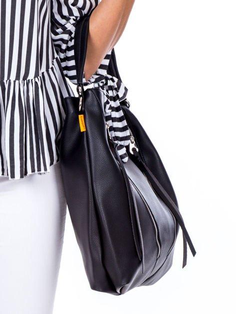 Czarna torba z ukośnymi suwakami                              zdj.                              3