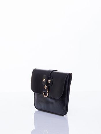 Czarna torebka listonoszka z klapką                                  zdj.                                  4