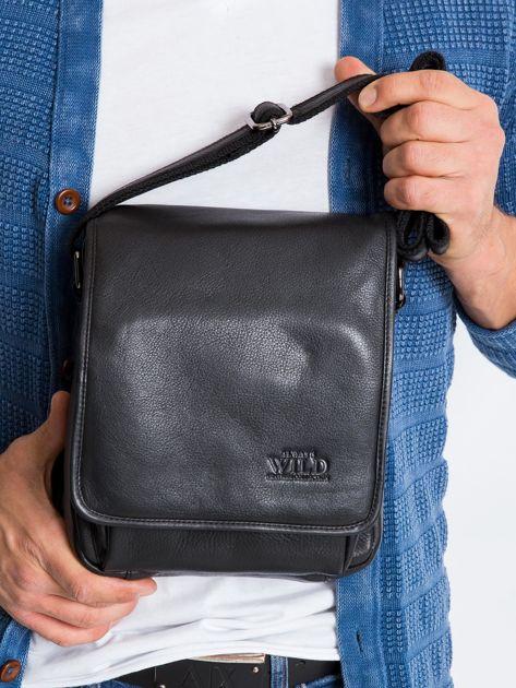 Czarna torebka męska z klapką ze skóry