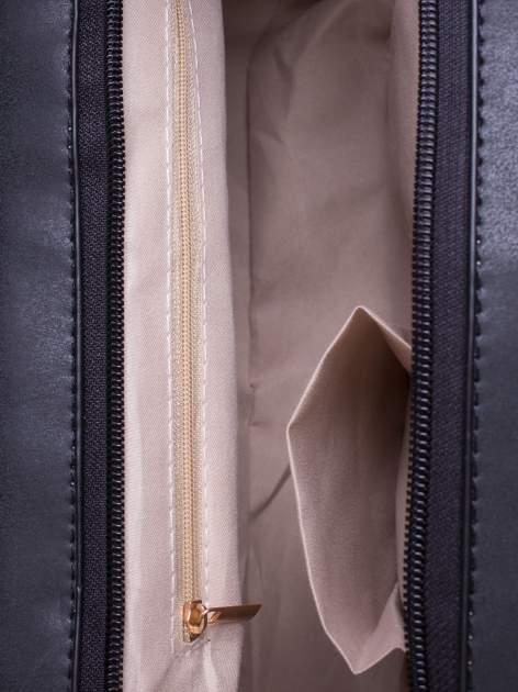 Czarna torebka miejska z zawieszką                                  zdj.                                  4