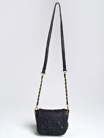 Czarna torebka na ramię na pasku łańcuszku                                  zdj.                                  1