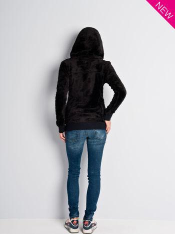 Czarna włochata bluza z kapturem i suwakami                                  zdj.                                  8