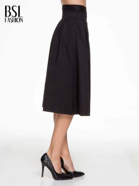 Czarna zamszowa spódnica midi z kontrafałdami                                  zdj.                                  3