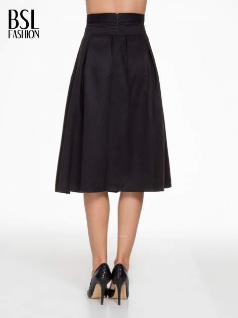 Czarna zamszowa spódnica midi z kontrafałdami                                  zdj.                                  4