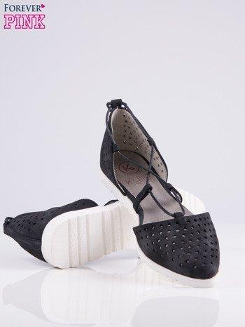 Czarne ażurowe sandały wiązane wokół kostki                                   zdj.                                  4