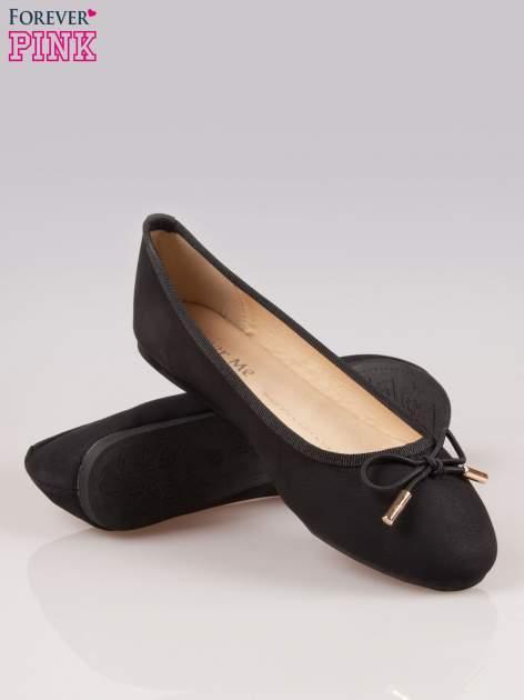 Czarne balerinki faux leather Amber z ozdobną kokardką                                  zdj.                                  4