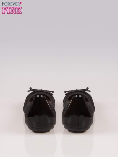 Czarne balerinki na gumkę z lakierowanym noskiem                                  zdj.                                  3