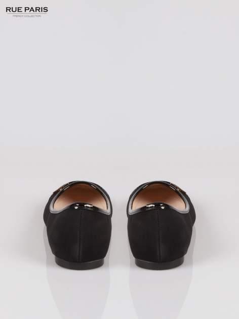 Czarne baleriny damskie z lakierowanym noskiem i lamówką                                  zdj.                                  3