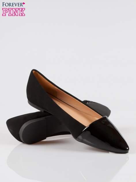 Czarne baleriny eco suede z lakierowanym noskiem w szpic                                  zdj.                                  4
