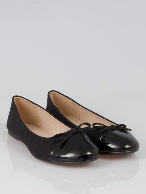 Czarne baleriny faux leather classic z kokardką i lakierowanym noskiem                                  zdj.                                  2