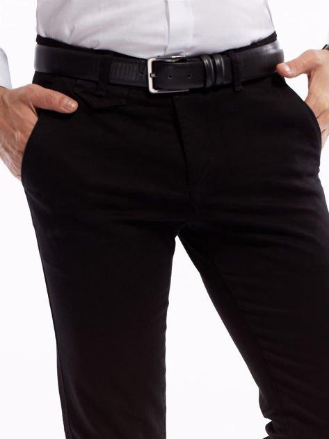 Czarne bawełniane chinosy męskie                              zdj.                              5