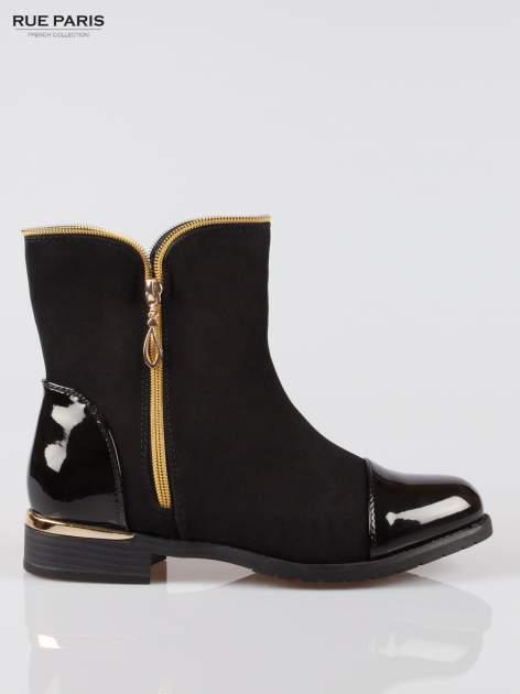 Czarne botki ze złotym zamkiem i obcasem i lakierowanym czubkiem