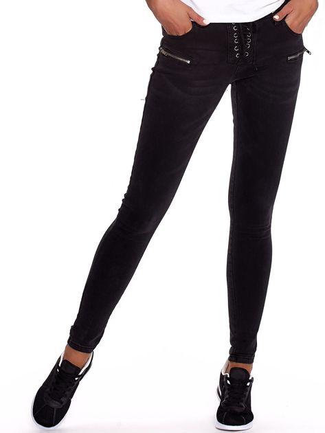 Czarne dopasowane spodnie ze sznurowaniem                              zdj.                              1