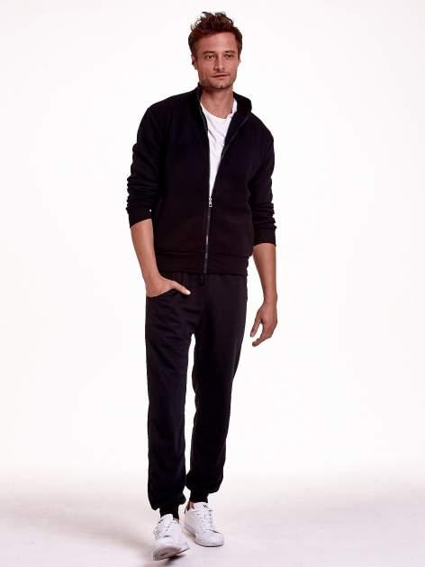 Czarne dresowe spodnie męskie z trokami w pasie i kieszeniami                                  zdj.                                  5