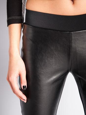 Czarne dwustronne legginsy skórzane                                  zdj.                                  3
