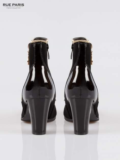 Czarne eleganckie botki na słupku z lakierowanym noskiem i złotym suwakiem                                  zdj.                                  3