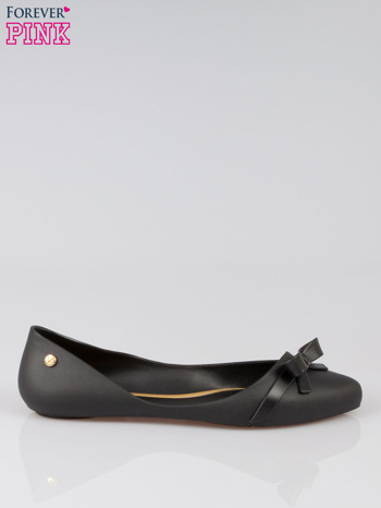 Czarne gumowe balerinki z kokardką