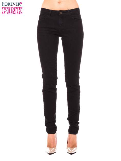 Czarne klasyczne jeansy rurki