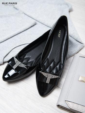 Czarne lakierowane baleriny shiny Princess z kokardką i srebrnymi cekinami                                  zdj.                                  4
