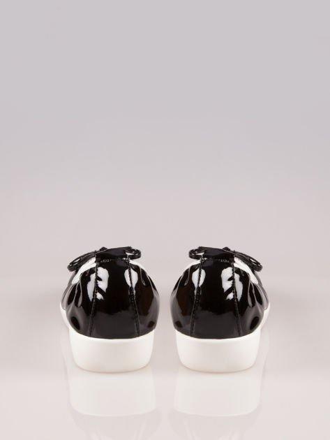 Czarne lakierowane baleriny z białym noskiem na grubej podeszwie