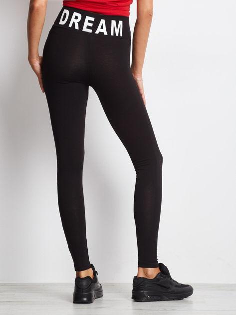 Czarne legginsy damskie z szeroką gumą w pasie i napisem z tyłu                              zdj.                              4