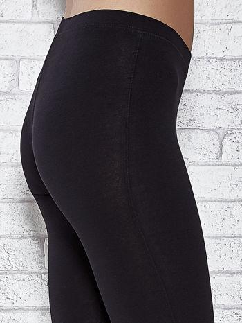 Czarne legginsy sportowe z aplikacją z dżetów na nogawkach                                  zdj.                                  6