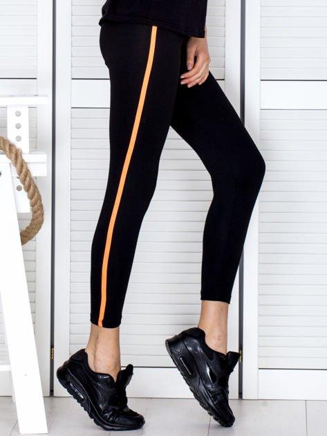 Czarne legginsy z kontrastowym lampasem                                  zdj.                                  5