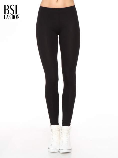Czarne legginsy z nadrukiem serduszek z tyłu nogawek                                  zdj.                                  1