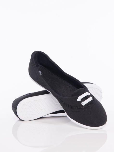 Czarne materiałowe baleriny Cushy Court ze sznurówkami i białą podeszwą                                  zdj.                                  4