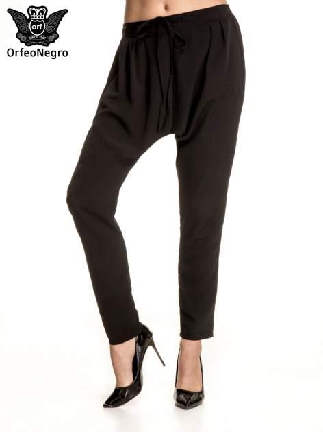 Czarne materiałowe spodnie baggy