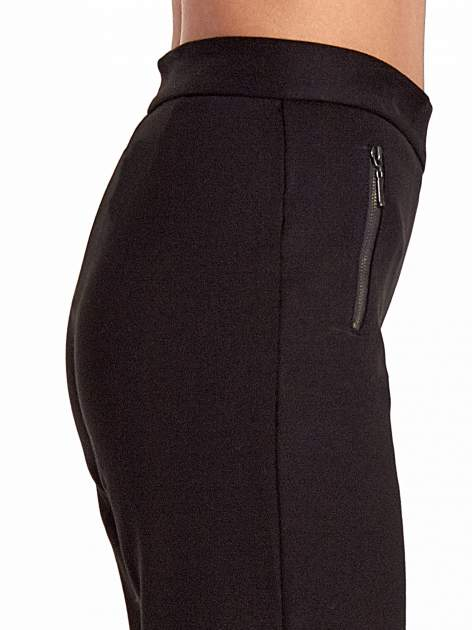 Czarne materiałowe spodnie dzwony w kant                              zdj.                              5
