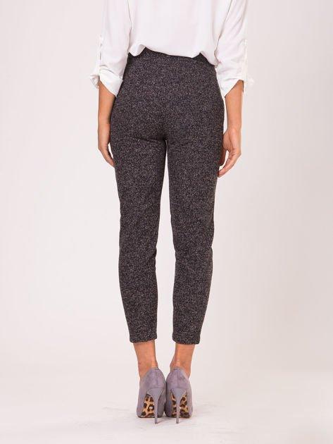 Czarne materiałowe spodnie melange                                  zdj.                                  5