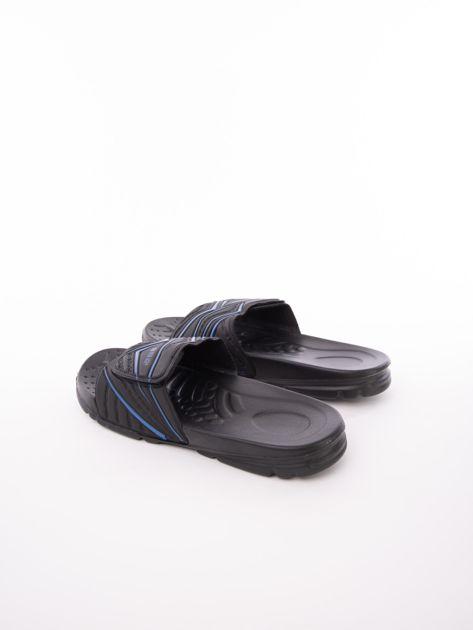 Czarne męskie klapki basenowe w niebieskie wzory                              zdj.                              4
