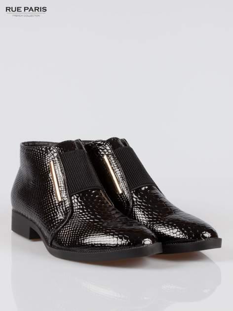 Czarne niskie botki crocodile skin z gumą                                  zdj.                                  2
