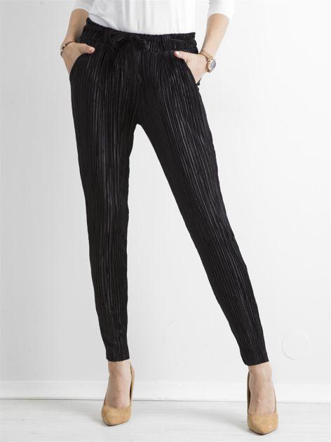 Czarne plisowane spodnie                               zdj.                              1