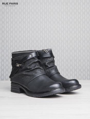 Czarne podwyższone botki z paseczkiem i suwakiem wokół cholewki                                  zdj.                                  3