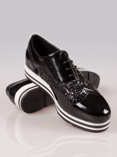 Czarne półbuty typu oxfordy Andrea w sportowym stylu                                  zdj.                                  4