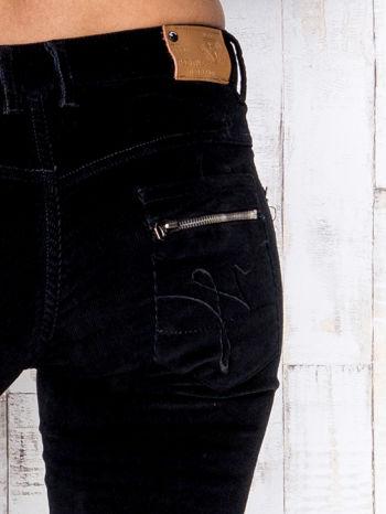 Czarne proste sztruksowe spodnie                                   zdj.                                  4