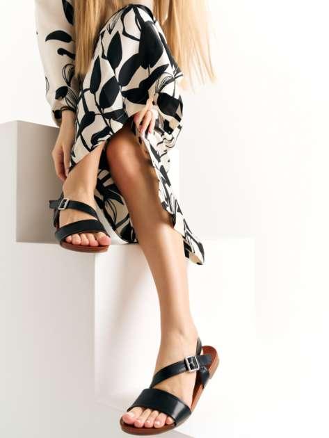 Czarne sandały Kylie z eco skóry na płaskim obcasie