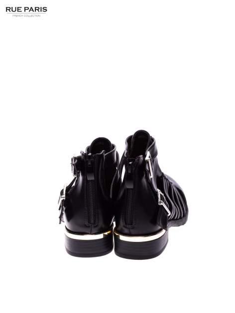 Czarne sandały cut out z klamerkami i złotym obcasem                                  zdj.                                  3