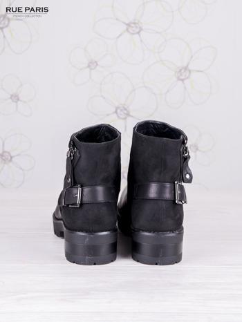 Czarne skórzanozamszowe botki na suwak zdobione dżetami i asymetrycznym suwakiem                                  zdj.                                  4
