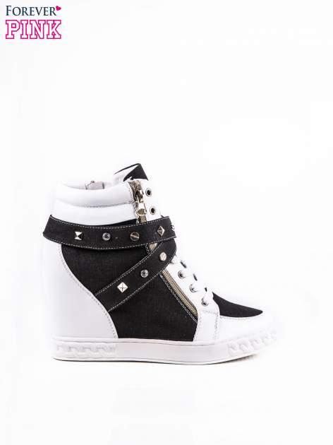 Czarne sneakersy ze złotymi okuciami
