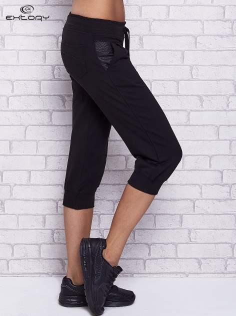 Czarne spodnie capri z tylną kieszenią                                  zdj.                                  3