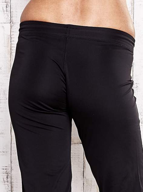 Czarne spodnie capri z wszytą kieszonką                                  zdj.                                  6
