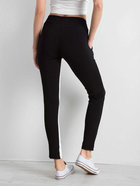 Czarne spodnie dresowe damskie Defined                              zdj.                              2