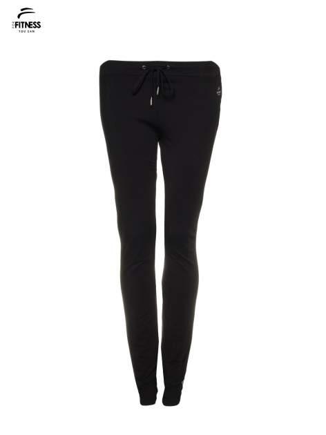 Czarne spodnie dresowe wiązane w pasie                                  zdj.                                  2