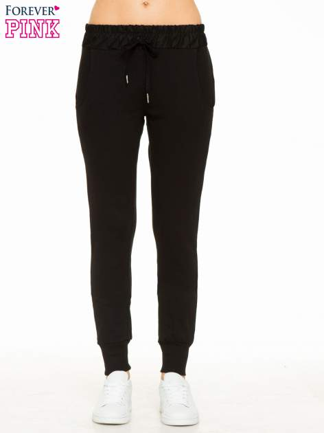 Czarne spodnie dresowe z elastycznym pasem                                  zdj.                                  1