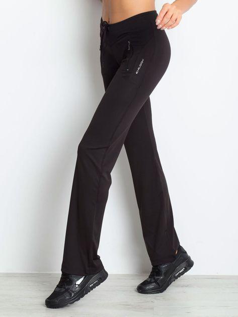 Czarne spodnie dresowe z kieszeniami                              zdj.                              8