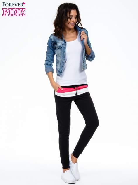 Czarne spodnie dresowe z kolorową wstawką                                  zdj.                                  4